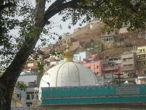 Dargah_of_Sufi_saint_Moinud