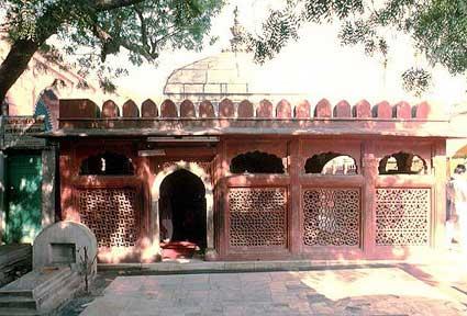 amir_khusrau_tomb